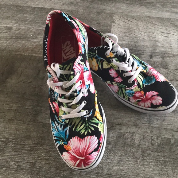 54fbf8abbb Vans Authentic Tropical Flowers Lo Pro. M 5aa676578df4706756f23573